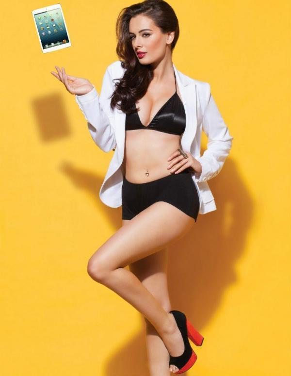 evelyn-sharma-black-bikini