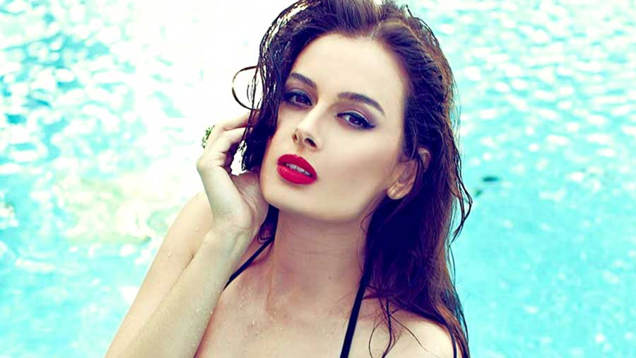 Evelyn-Sharma-in-HD-images