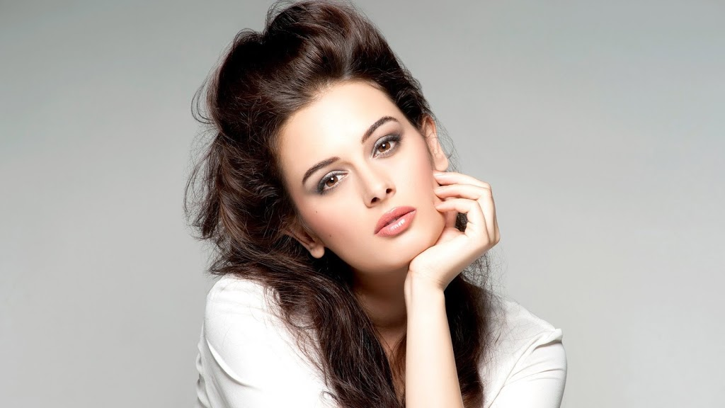 evelyn_sharma-picture
