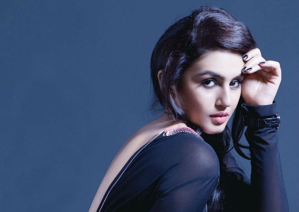Sexy images of huma qureshi