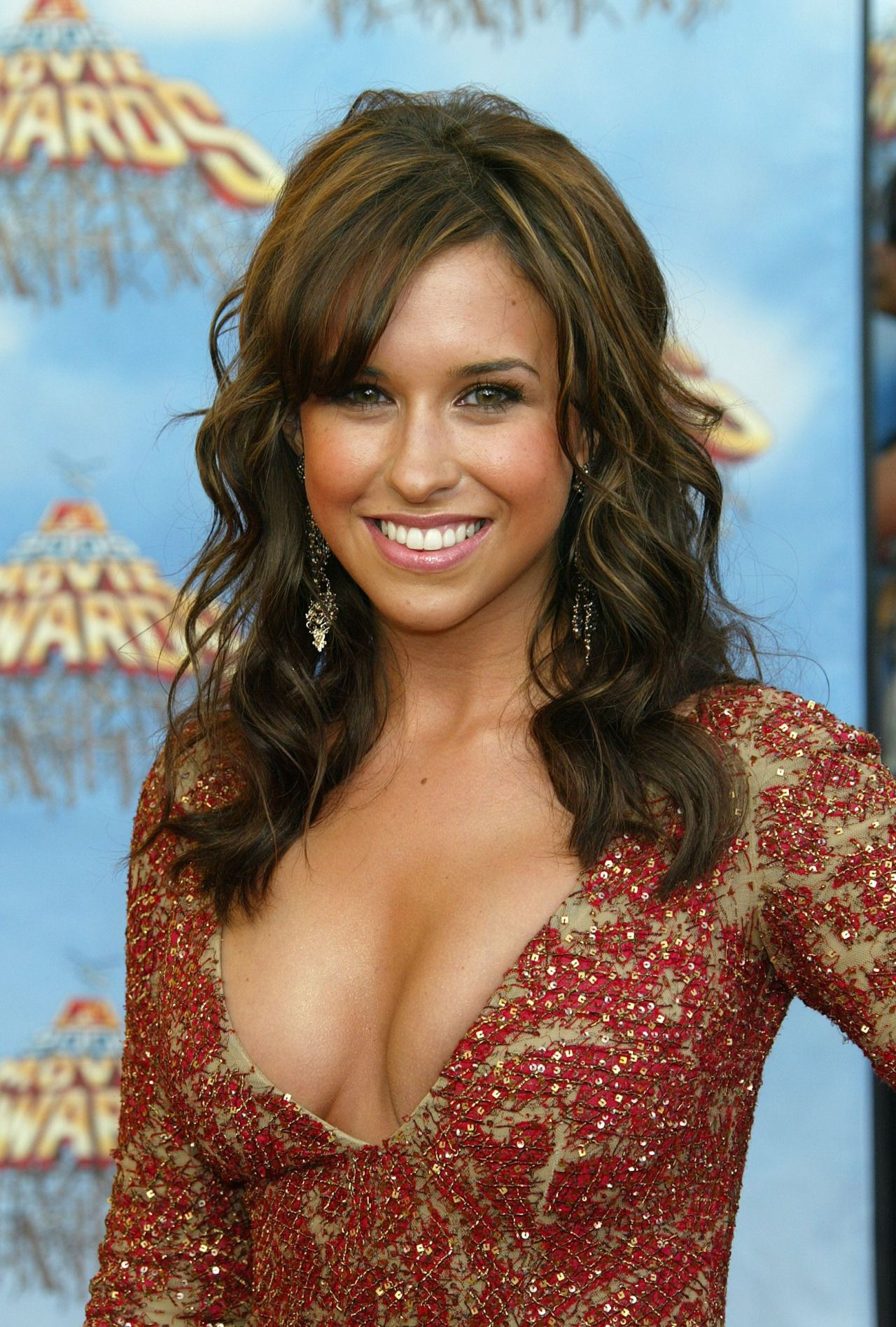 Lacey-Chabert-hot-cleavage-pic