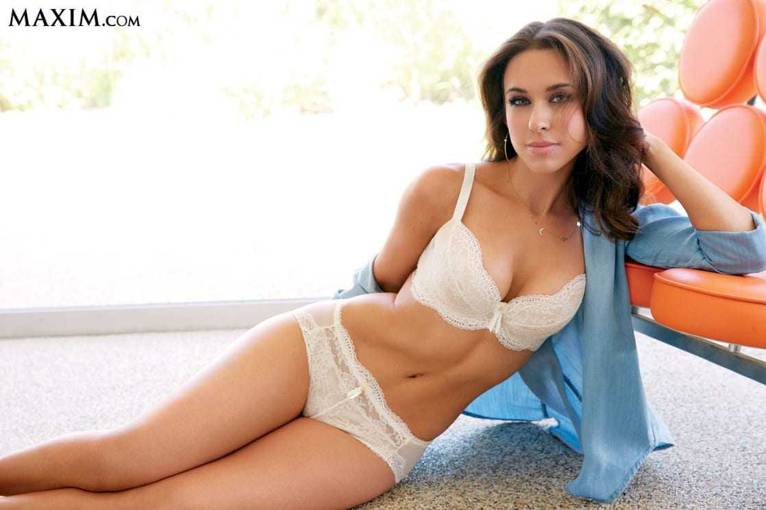 Lacey-Chabert-hot-white-bikini-pictures