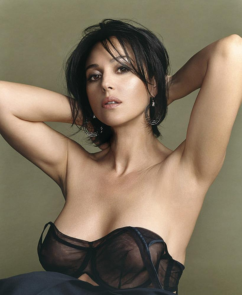 Monica Bellucci hot pic-1