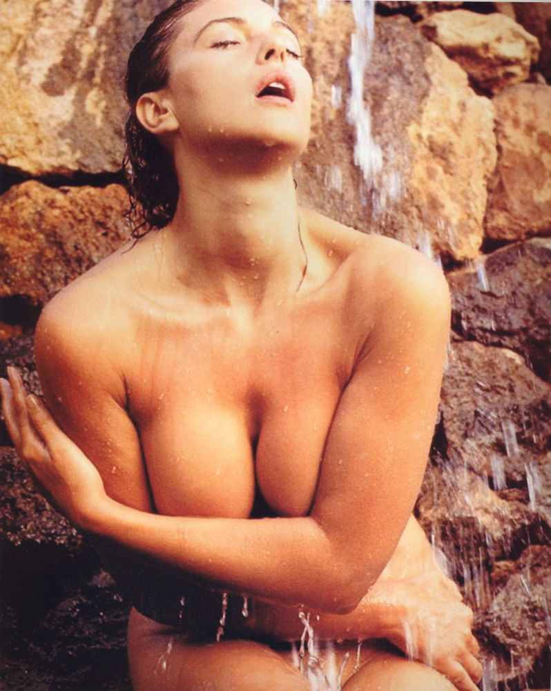 Monica Bellucci hot pic-2