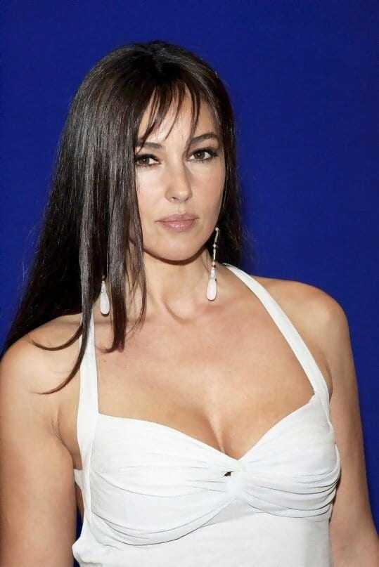 Monica-Bellucci-sexy-cleavage-pics