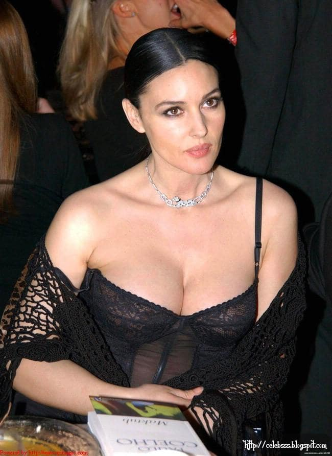 Monica-Bellucci-sexy-cleavages