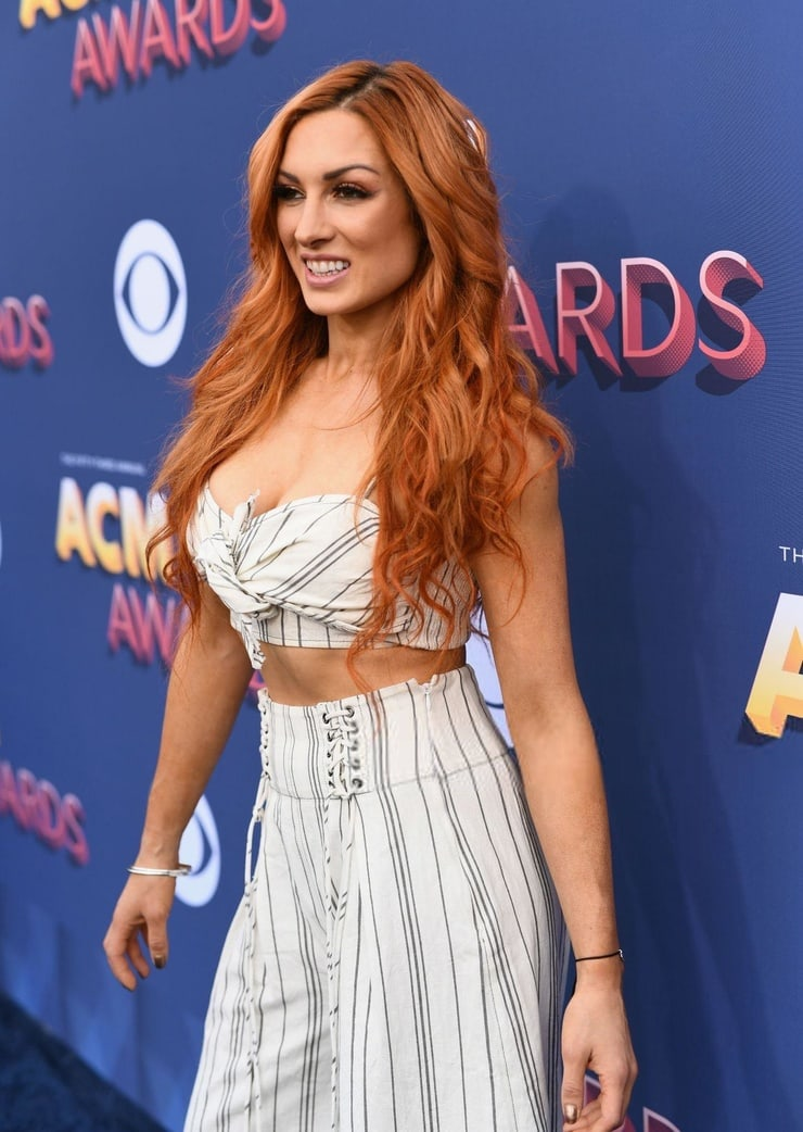 Becky-Lynch-sexy-busty-pictures