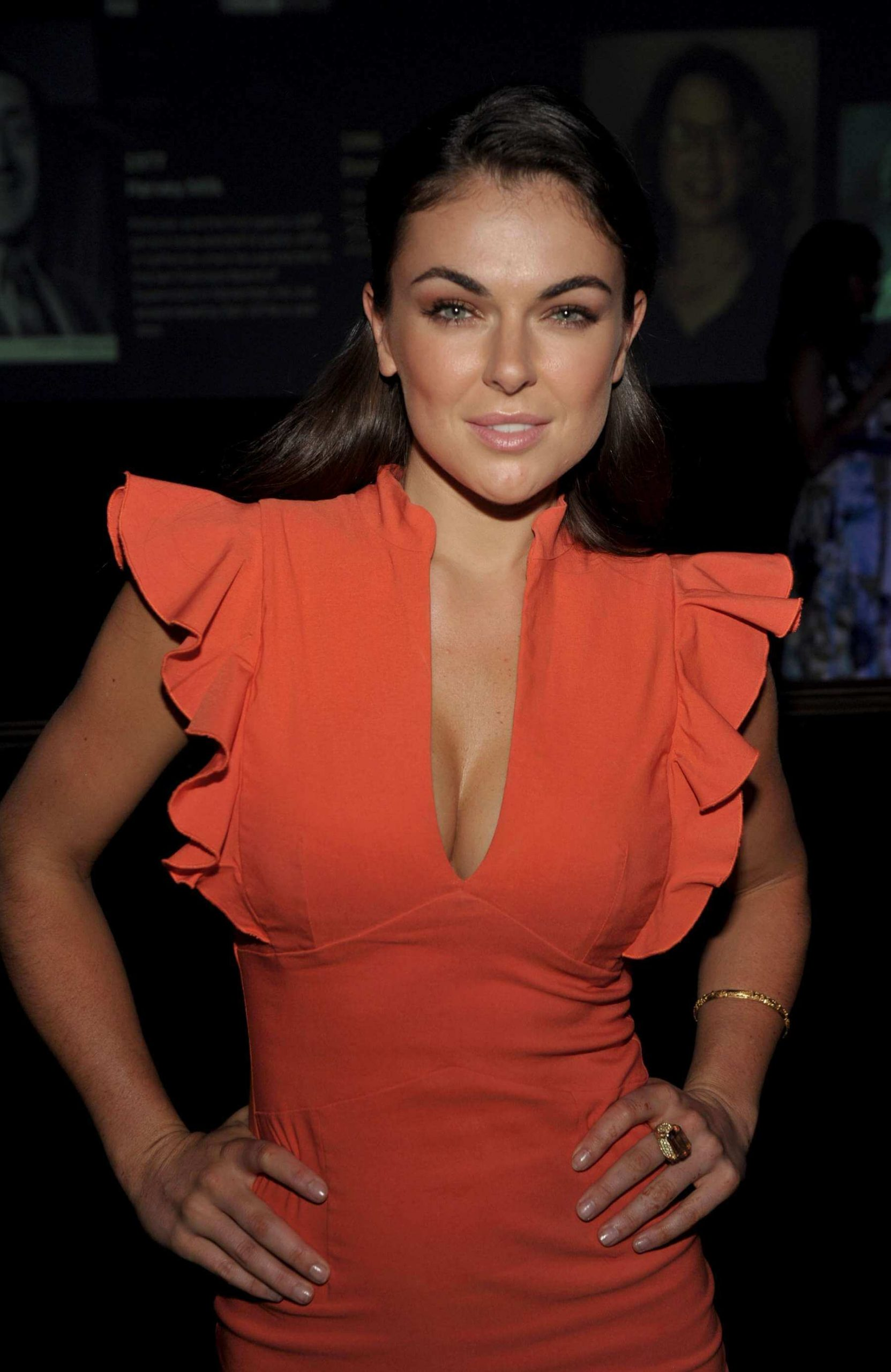Serinda-Swan-sexy-cleavages-picture-2