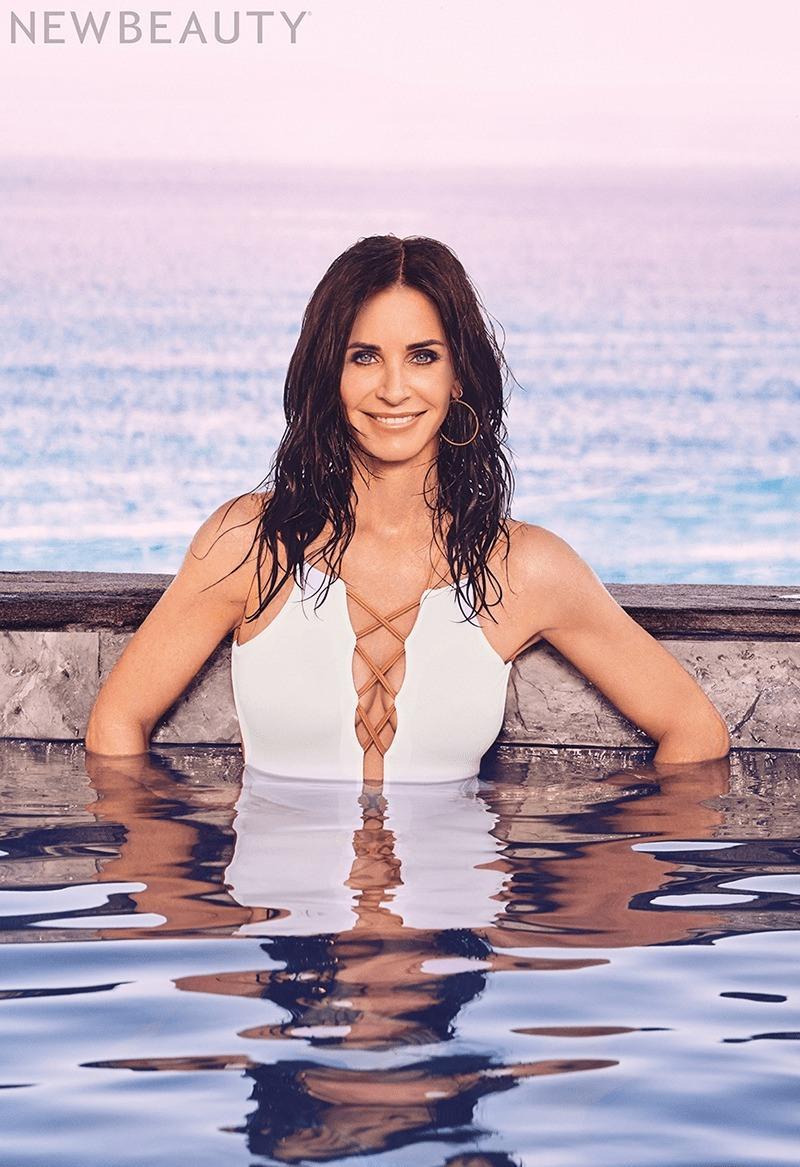 courteney cox hot bikini pic1