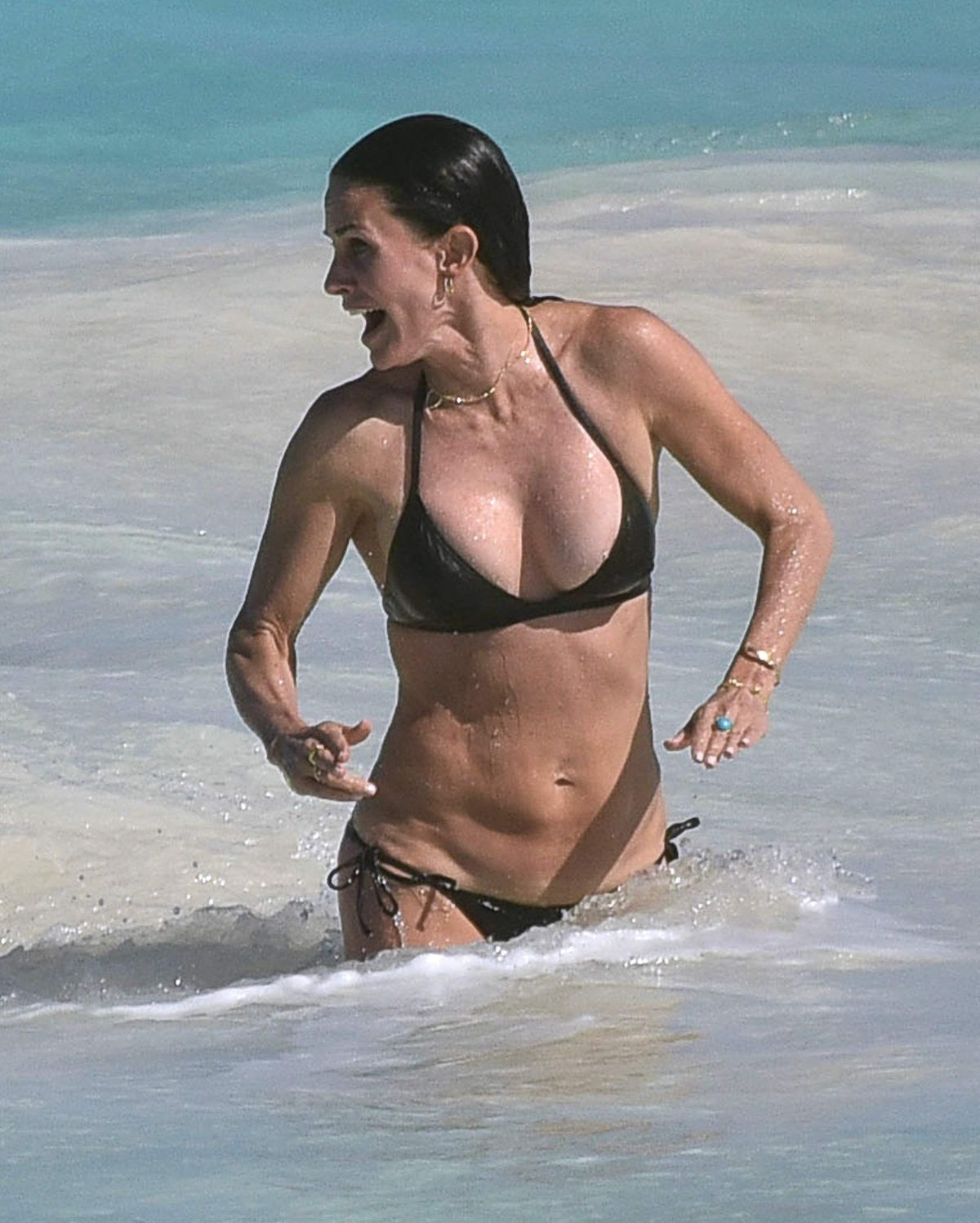 courteney cox hot bikini pic2