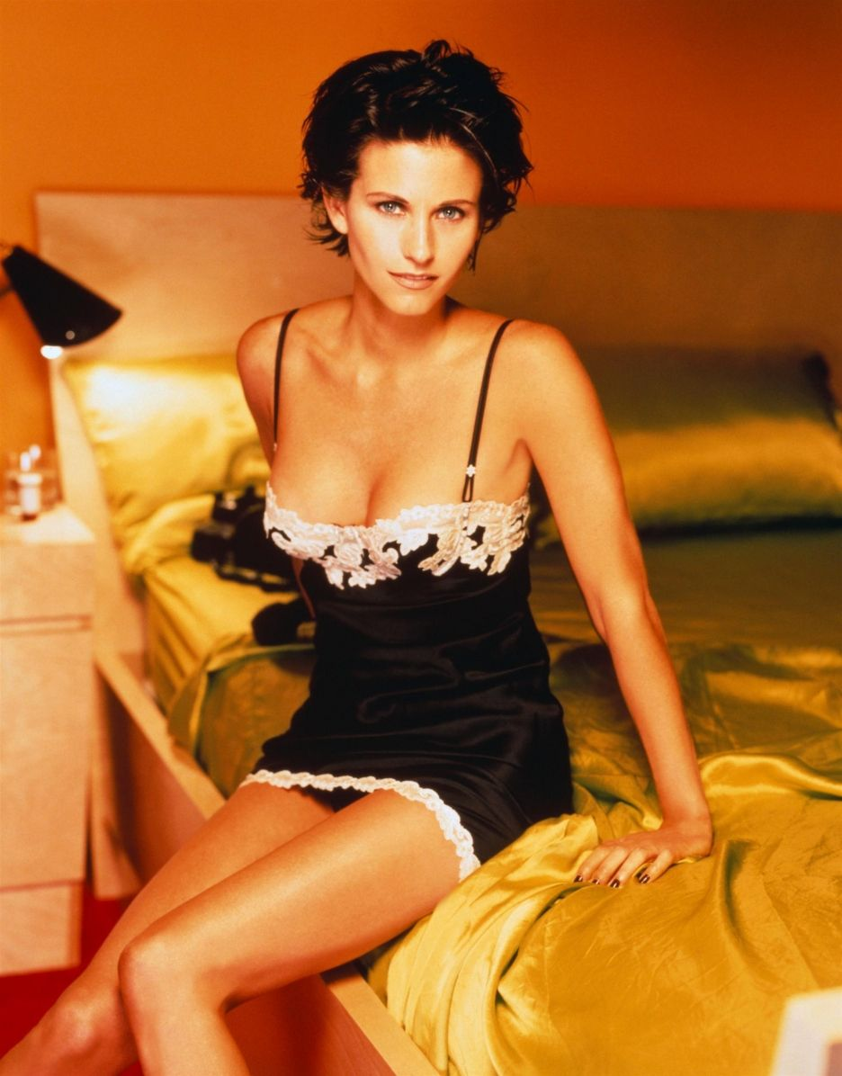 courteney cox hot bikini pic7